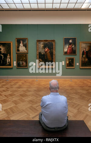Visitor in a bench in the Drub Heinz gallery, The Metropolitan Museum of Art, Manhattan, New York USA - Stock Image