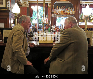 Two drinkers in the Cafe Royal, Edinburgh, Scotland, UK - Stock Image
