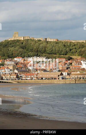 Scarborough beach with Scarborough Castle in distance. unsharpened - Stock Image