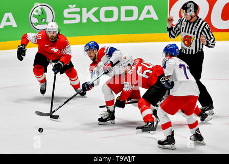 Bratislava, Slovakia. 21st May, 2019. L-R Andres Ambuhl (SUI), Jan Kovar (CZE), Christoph Bertschy (SUI) and Milan Gulas (CZE) in action during the match between Czech Republic and Switzerland within the 2019 IIHF World Championship in Bratislava, Slovakia, on May 21, 2019. Credit: Vit Simanek/CTK Photo/Alamy Live News - Stock Image