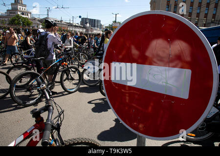 People on Sakharova avenue road during the Sadovoye Koltso (Garden Ring) bicycle race as part of the First Moscow Spring Bicycle Festival, Russia - Stock Image