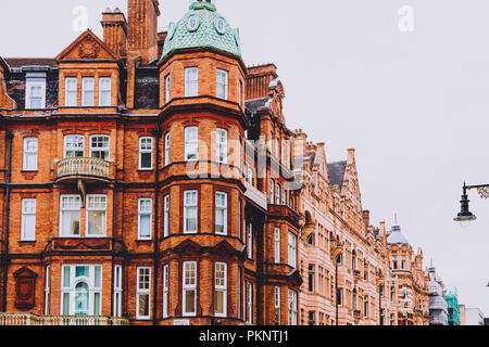 LONDON, UNITED KINGDOM - August 22nd, 2018: architecture in London city centre in Mayfair - Stock Image