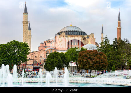 The Sultan Ahmad Maydan water fountain with the Hagia Sophia museum in background in late afternoon Spring light, Istanbul, Turkey - Stock Image