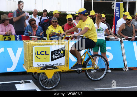 Macon to Saint-Etienne, France. 13th July 2019. 13th July 2019, Macon to Saint-Etienne, France; Tour de France cycling tour, stage 8; advertising caravan, LCL gives out souveniers Credit: Action Plus Sports Images/Alamy Live News - Stock Image