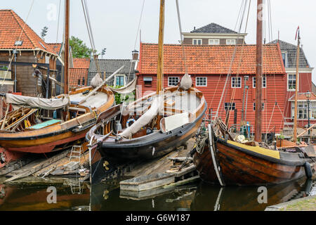 Shipyard in port of Spakenburg, Holland with historical wooden boats - Stock Image