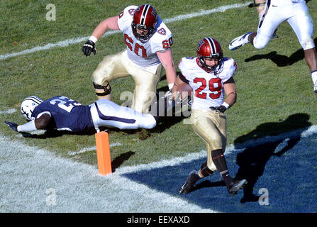 Harvard's Paul Stanton, Jr.  runs in for the second TD of the first quarter as Yale's Foyesade Oluokun just - Stock Image