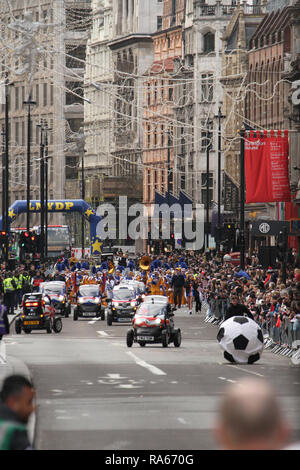 London, UK. 1st January, 2019. Twizzy electric card lead the fronto fhte parde at Picadilly. About 8,000 performers representing the London boroughs and over 20 countries from across the globe take part on the annual New Years Parade on the street of London on January 1, 2019. The parade will as is custom include dancers, acrobats, cheerleaders, marching bands, historic vehicles and huge balloons making their way from Green Park Tube station to Parliament Square. Credit: david mbiyu/Alamy Live News - Stock Image