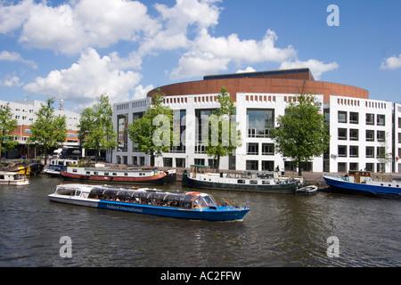 Amsterdam opera house canal boat - Stock Image