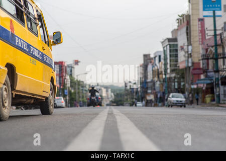 Traffic on a street in Bangalore, India. - Stock Image
