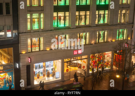 The outside of the Uniqlo clothing store at night in Oxford Street, London. - Stock Image