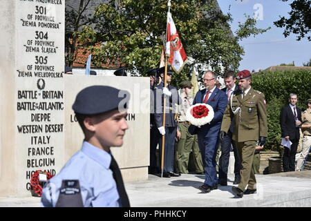 Northolt, London, UK. 1st September, 2018. Consul Michał Mazurek, Ambassador RP - Arkady Rzegocki and Acting Defence Attaché Lt Col Artur Miśkiewicz, , laying a wreath at the monument of Polish airmen.  The Annual Commemoration of Fallen Polish Airmen will take place on Saturday, 1st September 2018 at the Polish Air Force Memorial, Northolt. Credit: Marcin Libera/Alamy Live News - Stock Image