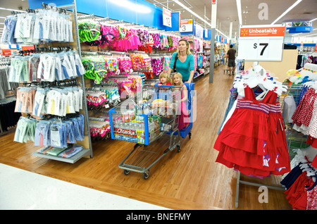 Woman shopping with her children in Store in Texas, USA - Stock Image