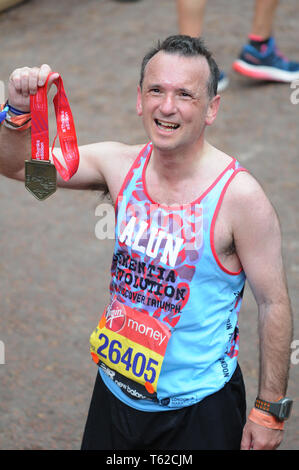 London, UK, 28 April 2019 Alun Cairns MP. Secretary of State for Wales. Runners at finishing line of  Virgin London Marathon Credit: JOHNNY ARMSTEAD/Alamy Live News - Stock Image