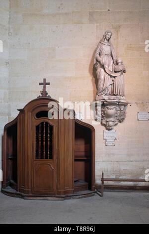 France, Paris, Pitie Salpetriere Hospital, St Louis de la Salpetriere chapel, Statue of St. Anne - Stock Image