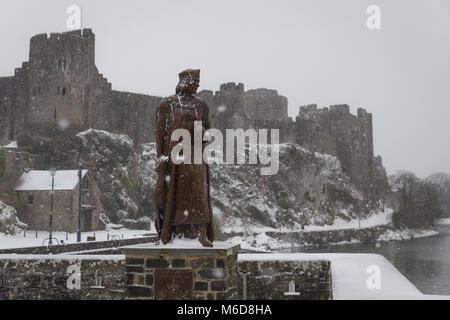 Pembrokeshire, Wales, 2nd March 2018. A rare snow filled scene at the Henry Tudor statue and Pembroke Castle, Pembroke - Stock Image