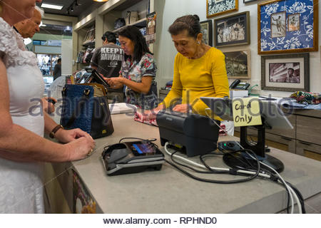Woman purchasing a shirt in Reyn Spooner apparel shop, Kahala Mall, Honolulu, Oahu, Hawaii, USA - Stock Image