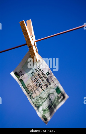 PICTURE CREDIT DOUG BLANE Concept Hanging money out to dry Scottish one pound note The Royal Bank of Scotland One Pound Note - Stock Image