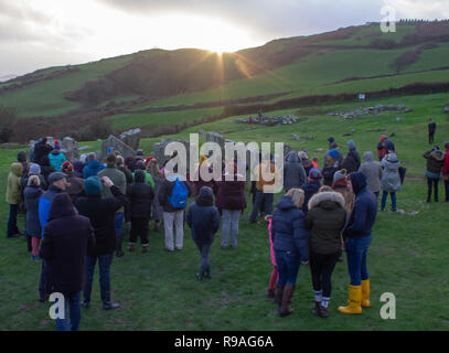 Drombeg Stone Circle, Glandore, West Cork, Ireland, December 21st 2018. Large crowds gathered at Drombeg Stone Circle this evening to celebrate the sunset on the Midwinter Solstice. Most experts believe this ancient stone circle was built to celebrate this shortest day of the year. Credit: aphperspective/Alamy Live News - Stock Image