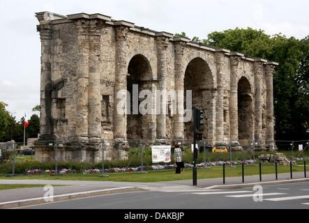 Porte de Mars, Reims, Marne, Champagne-Ardennes, France. Remains of the Roman Gateway. - Stock Image