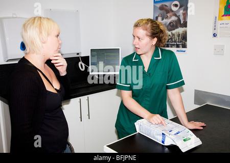 Veterinary Nurse Discusses Pet Diets - Stock Image