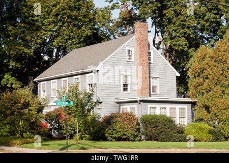 Traditional  Wood Shingle clad House at the junction of Larchmont Ave, and Chestnut Street, Newton MA - Stock Image