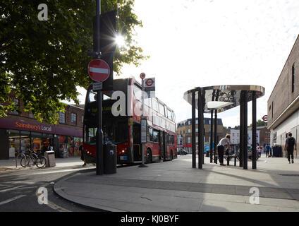 Binfield Road bus stop canopy. Stockwell Framework Masterplan, London, United Kingdom. Architect: DSDHA, 2017. - Stock Image