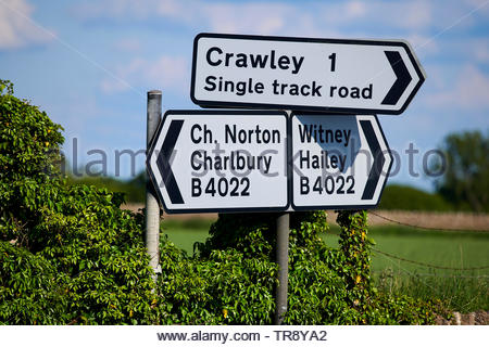 Roadsigns to Chipping Norton and Charlbury in the Cotswolds in Oxfordshire - Stock Image