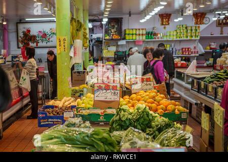 Chinatown shop interior in San Fransisco. - Stock Image