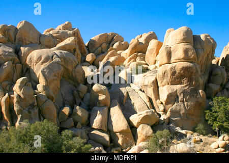 Amazing nature of the Joshua Tree National Park which is part of dry Mojave Desert in California. Lots of rocks and cacti - Stock Image