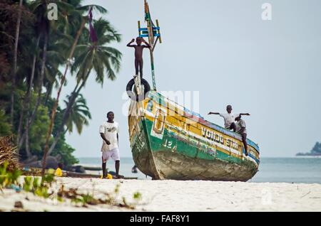 Brightly painted boat on Sei Island, the Turtle Islands, Sierra Leone. - Stock Image