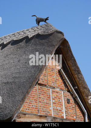 Thatched Cat on Thatched Roof, on the Ridgeway Path, South Stoke, Oxfordshire, England, UK, GB. - Stock Image