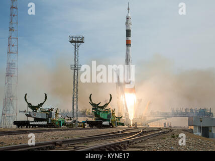 The Soyuz MS-04 rocket launches from the Baikonur Cosmodrome in Kazakhstan on Thursday, April 20, 2017 Baikonur - Stock Image