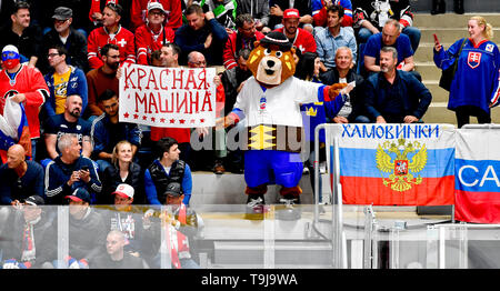 Bratislava, Slovakia. 19th May, 2019. A mascot of the 2019 IIHF World Championship bear Macejko with fans during the match between Switzerland and Russia within the 2019 IIHF World Championship in Bratislava, Slovakia, on May 19, 2019. Credit: Vit Simanek/CTK Photo/Alamy Live News - Stock Image