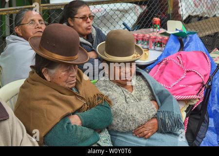 Traditional cholitas sleeping, La Paz, Bolivia - Stock Image