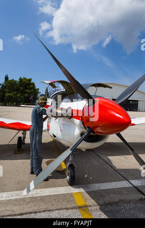 Aviation mechanic Krila oluje Wings of storm aerobatic group Croatia Croatian HRZ i PZO Zemunik - Stock Image