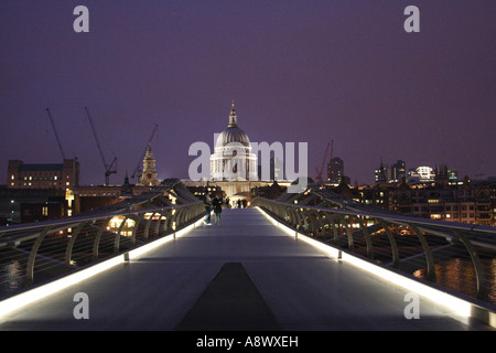 Millennium Bridge London at night - Stock Image