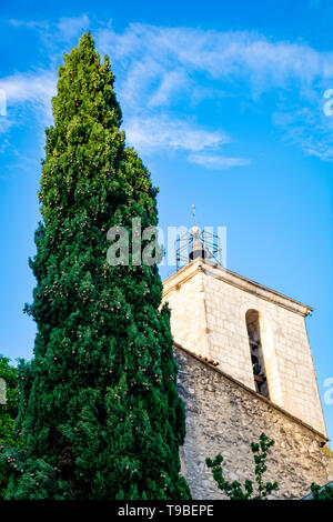 View on traditional and medieval houses in Provence in sunny day, South of France, vacation and tourist destination - Stock Image