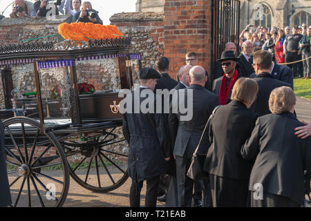 Braintree, Essex, UK. 29th Mar 2019.  Funeral of Prodigy frontman Keith Flint at St Mary's Church in Bocking attended by hundreds of his fans The coffin is removed from the hearse Credit: Ian Davidson/Alamy Live News - Stock Image