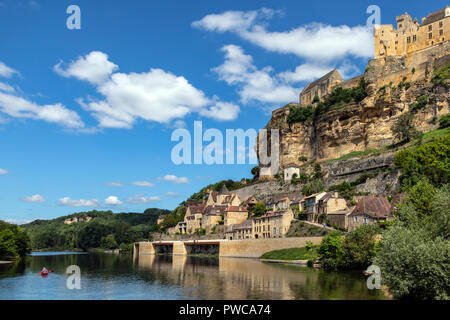 The village and chateau of Beynac-et-Cazenac on the Dodogne River in the Dordogne region of France. - Stock Image