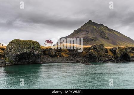 Arnarstapi, Snaefellsnes Peninsula, Western Iceland, Iceland. Lonely house on the coast - Stock Image