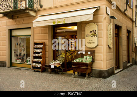 A small shop in the center of Acqui Terme selling the popular mushroom cep - Stock Image