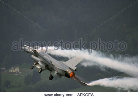Zeltweg 2005 AirPower 05 airshow Austria. Fighting Falcon F16 trailing white smoke and taking off - Stock Image