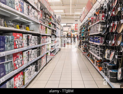 Kitchen utensils in Carrefour supermarket, Torremolinos, Costa del Sol, Malaga Province, Andalusia, southern Spain. - Stock Image