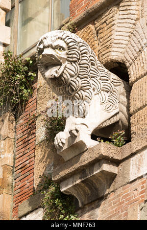 Stone carving of a lion on the Porta San Pietro in Lucca city walls, Tuscany, Italy, Europe - Stock Image