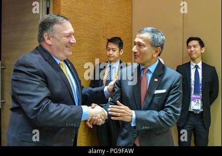 Secretary Michael R.  Pompeo shakes hands with Singaporean FM Balakrishnan at a Memorandum of understanding signing at ASEAN in Singapore, Singapore, August 4, 2018. - Stock Image
