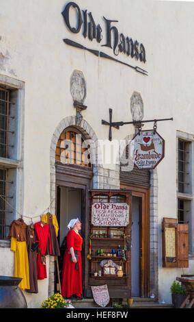 Street view, medieval costume, Tallinn old town, Estonia - Stock Image