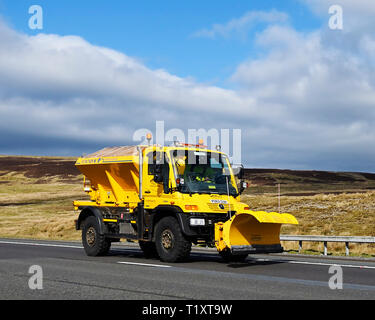Cumbria County Council Grit Spreader. M6 Motorway, Southbound, Shap, Cumbria, England, United Kingdom, Europe. - Stock Image