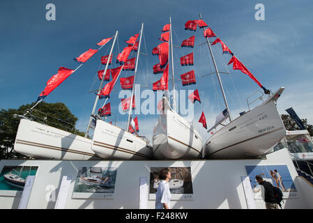 Southampton, UK. 11th September 2015. Southampton Boat Show 2015. Visitors walk past 4 Jeanneau yachts on display - Stock Image