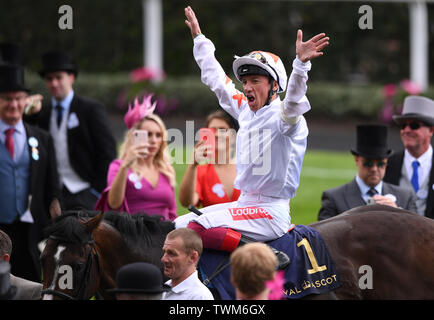 Ascot Racecourse, Windsor, UK. 21st June, 2019. Royal Ascot Horse racing; Race 3; Commonwealth Cup; Advertise Ridden By Frankie Dettori Trained By M Meade wins the Commonwealth Cup and enters the winners enclosure with Frankie Dettori celebrating Credit: Action Plus Sports/Alamy Live News - Stock Image