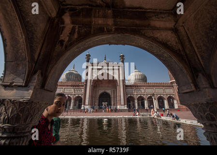 Photo taken from the marble pulpit in front of the pool of Jama Masjid mosque, Old Delhi, India - Stock Image